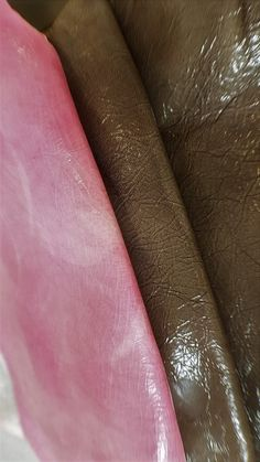 2 Handcrafted leather hides varnished by hand. A162 di LAGARZARARA su Etsy
