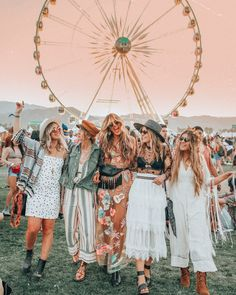 Which Festival Icon Are You? 2019 April Horoscope — Every Little Thread - Coachella Cochella Outfits, Boho Outfits, Coachella Outfit Boho, Coachella Looks, Rave Outfits, Coachella Clothes, Coachella Style, Coachella Festival, Boho Festival Fashion