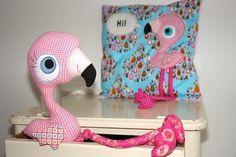 Flamingo Kuscheltier 'Lulu'- und Applikations- Nähanleitung und Schnittmuster Für Stofftiere bei Makerist https://www.makerist.de/patterns/flamingo-maedchen-lulu-kuscheltier-und-applikations-naehanleitung-und-schnittmuster