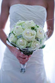 Elegant Roses Arrangement for Modern Wedding