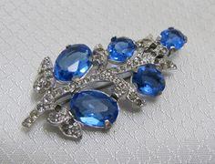 Vintage 1960's Blue Glass and Rhinestone Leaf Brooch op Etsy, 6,70€