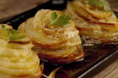 cartofi cu parmezan la cuptor Parmezan, Foodies, French Toast, Food And Drink, Cooking, Breakfast, Potato, Kitchen, Morning Coffee