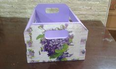 Caixote em mdf pintado à mão e decorado com decoupage floral, linda peça para fazer arranjos ou colocar suas plantas, um verdadeiro mimo para decorar sua casa ou quintal. R$ 32,00