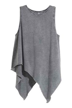 See this and similar tank tops - Draped top: Sleeveless, draped top in jersey with an asymmetric, raw-edge hem. Look Fashion, Fashion Outfits, Womens Fashion, Womens Sleeveless Tops, Sleeveless Shirt, Asymmetrical Tops, Grey Shirt, Chiffon Tops, Ideias Fashion
