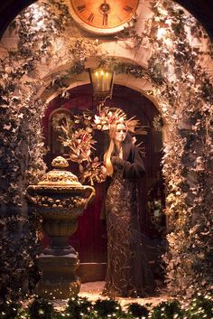New York: Christmas Window Displays and Lights 2010-37 by Luis Diego París, via Flickr