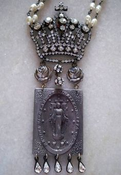 ❥ crown necklace