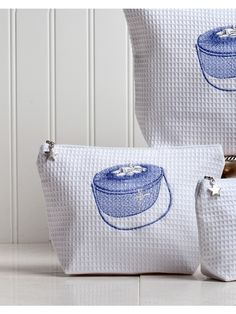 Cosmetic+Bag+(Medium)+-+White+Waffle+Weave,+Embroidered