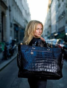 "Diane Kruger es embajadora de Chanel. She was the face of the ""Paris-Biarritz"" Chanel bag"
