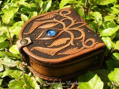Made this little magical leather box! Of course with my own design and my blue glass bead 'eye' the middle! All handmade and handtooled by Jeweleeches Vivian Hebing! Do you want to see more of my work, you can find me on Facebook, Youtube or Etsy too! On Youtube you can see my tutorial video's!