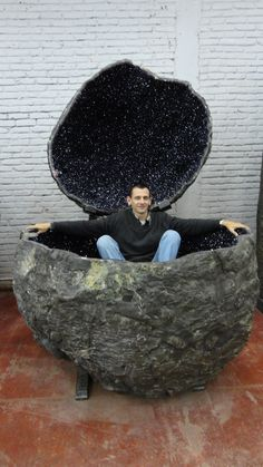Can you say hot tub!?! An Amethyst you can sit in like that... truly amazing!