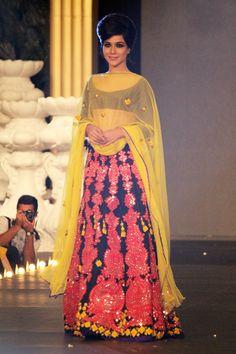 Humaima Malik spotted in eye-catching Hairdo by Dar at PFDC L'oreal Bridal Week 2013