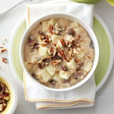 Raisin Nut Oatmeal Recipe -There's no better feeling than waking up to a hot ready-to-eat breakfast. The oats, fruit and spices in this homey meal cook together while you sleep! What's For Breakfast, Best Breakfast Recipes, Breakfast Dishes, Breakfast Muffins, Crockpot Recipes, Cooking Recipes, Slow Cooking, Dump Recipes, Pressure Cooking
