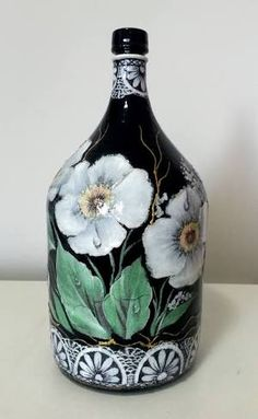 Garrafão Decorado De Times - Pesquisa Google Wine Bottle Art, Painted Wine Bottles, Painted Wine Glasses, Wine Bottle Crafts, Bottles And Jars, Glass Bottles, Decorative Gourds, Jar Art, Altered Bottles