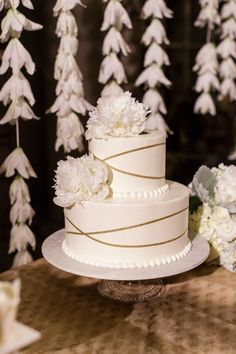 Featured Photographer: Ken Luallen Photography; Wedding cake idea.