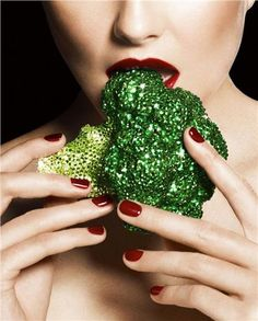 Be stage ready- all the time! Summer Veggies for Gorgeous Skin - What To Eat For Clear Skin - Harper's BAZAAR Magazine Health And Wellness, Health Tips, Nutrition Tips, Nutrition Plans, Festivals, Steam Punk, Detox Tips, Easy Detox, Fad Diets