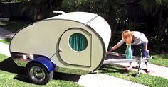Sure, this vintage, retro teardrop camper isutterlyadorable — but is it functional? Just wait until you see all the things it can do! In the video below, Gidget's owner takes you on a tour of the tiny camper,loungeson the bed inside, pulls out all the multi-purpose shelving and compartments… and by the end, I guarantee...