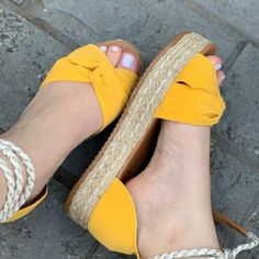 5 sapatos para as festas - 5 sapatos para as festas - 5 sapatos para as festas - 5 sapatos para as festas -. Bling Sandals, Cute Sandals, Cute Shoes, Me Too Shoes, Womens Fashion Sneakers, Fashion Shoes, Stylish Sandals, Sneakers Mode, Crazy Shoes