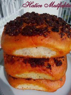 Biberli ekmek benim daha önce yiyip çok beğendiğim bir lezzetti ben de denemek istedim. Mersinde çok sık yapılır Mersin'in bi...