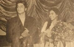 Ok I THINK this is Kajol :p Either way all #SRK - Kajol fans will drool xD ►►► @Omg SRK #Rare pic pic.twitter.com/Vn9AtEZ1Fi
