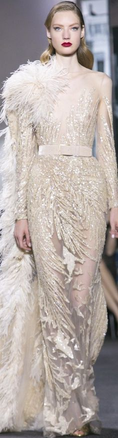 Elie Saab Haute Couture Fall-Winter v Elie Saab, Beautiful Gowns, Beautiful Outfits, Glamour, Couture Fashion, Runway Fashion, Belle Silhouette, Mode Outfits, Couture Collection