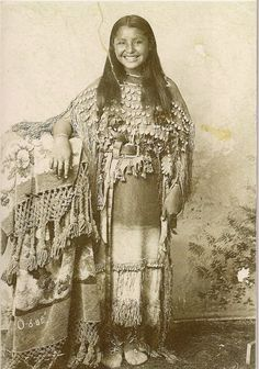 O-o-be (aka Oyebi) - Kiowa - circa 1894, how wonderful. She's smiling...you don't see that from the old pictures...