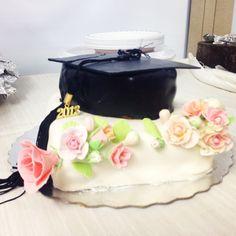 Surprise graduation cake made by my mother. #fondant #wilton #cakedecoration