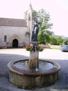 Fontaine de l'église à Féniers