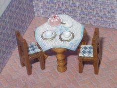 ••  Francesca Vernuccio Miniatures:  MUEBLES PARA ESCALA 144.  wood layed table and chairs 4