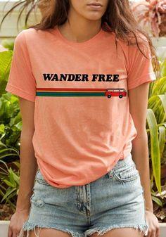Wander Free Tee / womens graphic tees / vintage style groovy rainbow t shirt / wanderlust travel shirt / bus van life - van leben Retro Shirts, Cute Shirts, Vintage T Shirts, Poses Modelo, Vintage Outfits, Vintage Fashion, Vintage Style, Vintage Hats, 1950s Fashion