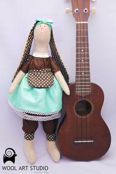 WoolArtStudio TILDA素敵なミント&チョコ色、まじめで可愛いマティーちゃん、45センチ。マティーちゃんの夢はラジオのDJ、趣味として作曲(^^...|ハンドメイド、手作り、手仕事品の通販・販売・購入ならCreema。