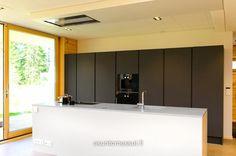 Honka Lumi - Keittiö | Asuntomessut Home Kitchens, Divider, New Homes, Finland, Modern, Room, Furniture, Home Decor, Kitchens