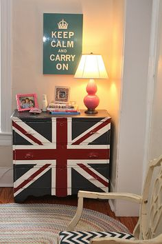 Great Union Jack chest of drawers. Just so cute!