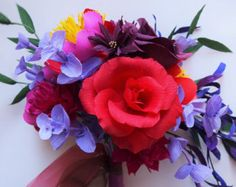 Red and purple bridal wedding bouquet. bright, colorful and passionate. fall, winter roses and purple eucalyptus − Handmade by Ameli Cheng Paper Wedding Decorations, Wedding Paper, Paper Floral Arrangements, Winter Rose, Fall Winter, Diy Art Projects, Flower Bouquet Wedding, Flower Crafts, Paper Flowers