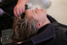 Shampoo Seco, Diy Shampoo, Grey Hair Problem, Grey Hair Care, Best Hair Salon, Keratin Hair, Healthy Hair Growth, Oily Hair, Smooth Hair