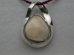 elk ivory pendant Body Jewelry Shop, Mom Jewelry, Jewelery, Tooth Jewelry, Jewelry Ideas, Elk Ivory, Fashion Bracelets, Fashion Jewelry, Jewelry Accessories