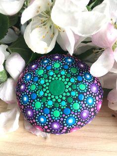 Mandala stone Small mandala rock Purple and green Mandala Rocks, Painted Rocks, Christmas Bulbs, Create Yourself, Stone, Purple, Holiday Decor, Green, Crafts