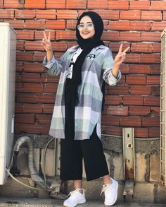 hijab outfits in 2019 kläder Modest Fashion Hijab, Modern Hijab Fashion, Street Hijab Fashion, Casual Hijab Outfit, Hijab Chic, Muslim Fashion, Modest Outfits, Fashion Outfits, Casual Ootd