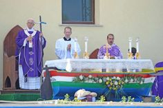 UNHCR - Pope Francis prays for migrants, refugees during landmark visit to Italy's Lampedusa Island
