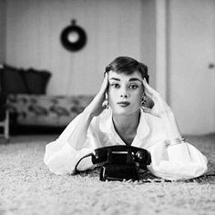 Audrey Hepburn had only had one major film role—in Roman Holiday—when photographer Mark Shaw spent a day with the star. Aubrey Hepburn, Audrey Hepburn Photos, Audrey Hepburn Style, Viejo Hollywood, Old Hollywood, Golden Age Of Hollywood, Divas, Roman Holiday, My Fair Lady
