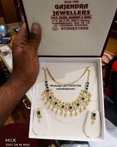 Stunning gold necklace studded with emeralds. necklace with south sea pearl hangings. Necklace with matching earrings. Gold Jewellery Design Necklace, Gold Temple Jewellery, Gold Necklaces, Gold Mangalsutra Designs, Gold Jewelry Simple, Gold Designs, Gold Ornaments, Uncut Diamond, Short Necklace
