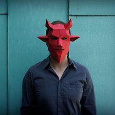 These plans enable you turn any recycled card into a stunning 3D Low-Poly Devil Mask.  Just print the templates on paper, stick them to card, cut them out, matc
