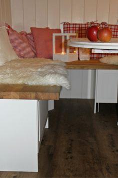 Wohnsinnges aus Smilabergen: DIE SCHWEDISCHE ECKBANK Dining Area, Dining Room, Sweet Home, House Inside, Log Homes, My Dream Home, Room Decor, Indoor, Kitchen