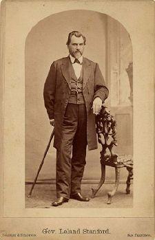 "mini.press: Ιστορία-1825 Γεννιέται ο Leland Stanford, Αμερικανός βιομήχανος, πολιτικός και ο ιδρυτής του διάσημου Πανεπιστημίου Stanford. (Θαν. 21/6/1893) 1890 Γεννιέται ο Βιατσεσλάβ Μολότωφ, Σοβιετικός πολιτικός, γνωστός για το ""Γερμανορωσικό σύμφωνο μη επίθεσης"". 1916 Α΄Παγκόσμιος πόλεμος: η Γερμανία κηρύσσει τον πόλεμο στην Πορτογαλία. 1925 Γεννιέται ο Μανόλης Αναγνωστάκης, σημαντικός και χαρισματικός ποιητής, της πρώτης μεταπολεμικής γενιάς των Ελλήνων λογοτεχνών."