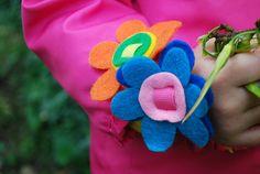 Easy DIY no-sew felt flower bracelets {free pattern}