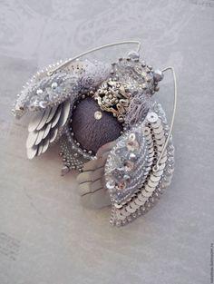 Купить или заказать Брошь 'Жук-серебро' в интернет-магазине на Ярмарке Мастеров. Объёмная, многослойная брошь, выполнена на жесткой основе. Вышивка по коже. В работе использованы кристаллы Swarovski (голова - страз Fancy stone Crystal), пайетки (Италия, КНР), мелкокалиберный бисер (Япония), позволяющий создавать филигранные элементы, металлизированный бисер оттенка никель, стеклянные бусины (Чехия), посеребренная филигрань (США), канитель, бархат, фатиновое кружево.