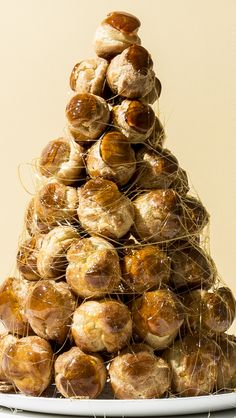 The croquembouche: a. a towering tree made of profiteroles and sugar. Croquembouche Recipe, Just Desserts, Dessert Recipes, Choux Pastry, Chocolates, Eclairs, Sweet Tooth, Cooking Recipes, Pastry Recipes