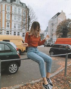 comfortable jean outfits for travelling 12 Look Fashion, Autumn Fashion, Fashion Outfits, Trendy Teen Fashion, Jean Outfits, Ladies Fashion, Fashion Clothes, Fashion Tips, Fashion Trends