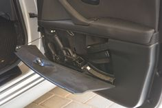 Here are some examples of cases that are attached to German police car doors or the trunk of the car. Hidden Gun Storage, Weapon Storage, Jeep Wrangler Accessories, Truck Accessories, Hidden Compartment In Car, Tactical Truck, Hidden Weapons, German Police, Truck Mods