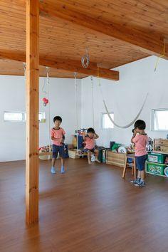 3階の子どもスペース。ハンモックやブランコがあり、子どものお友達にも好評のスペースだそう。ブランコも陽一さん作で、ロープも自ら編み込んだ。