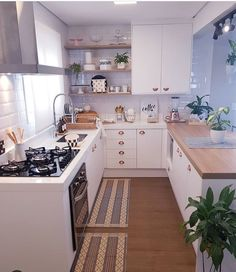 What You Need to Do About Small Kitchen Decor Ideas to Maximize The Space Ideas Beginning in the Next Ten Minutes - elliahome Home Decor Kitchen, Interior Design Living Room, Home Kitchens, Kitchen Ideas, Cuisines Design, Küchen Design, Kitchen Remodel, Sweet Home, Decoration